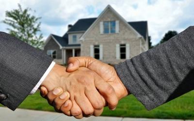 Immagine che rappresenta un rapporto di fiducia tra agente immobiliare e cliente